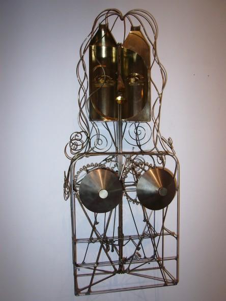 René Ach, La diva bouteille, acier et laiton, 103 x 45 x 33 cm. 1994.